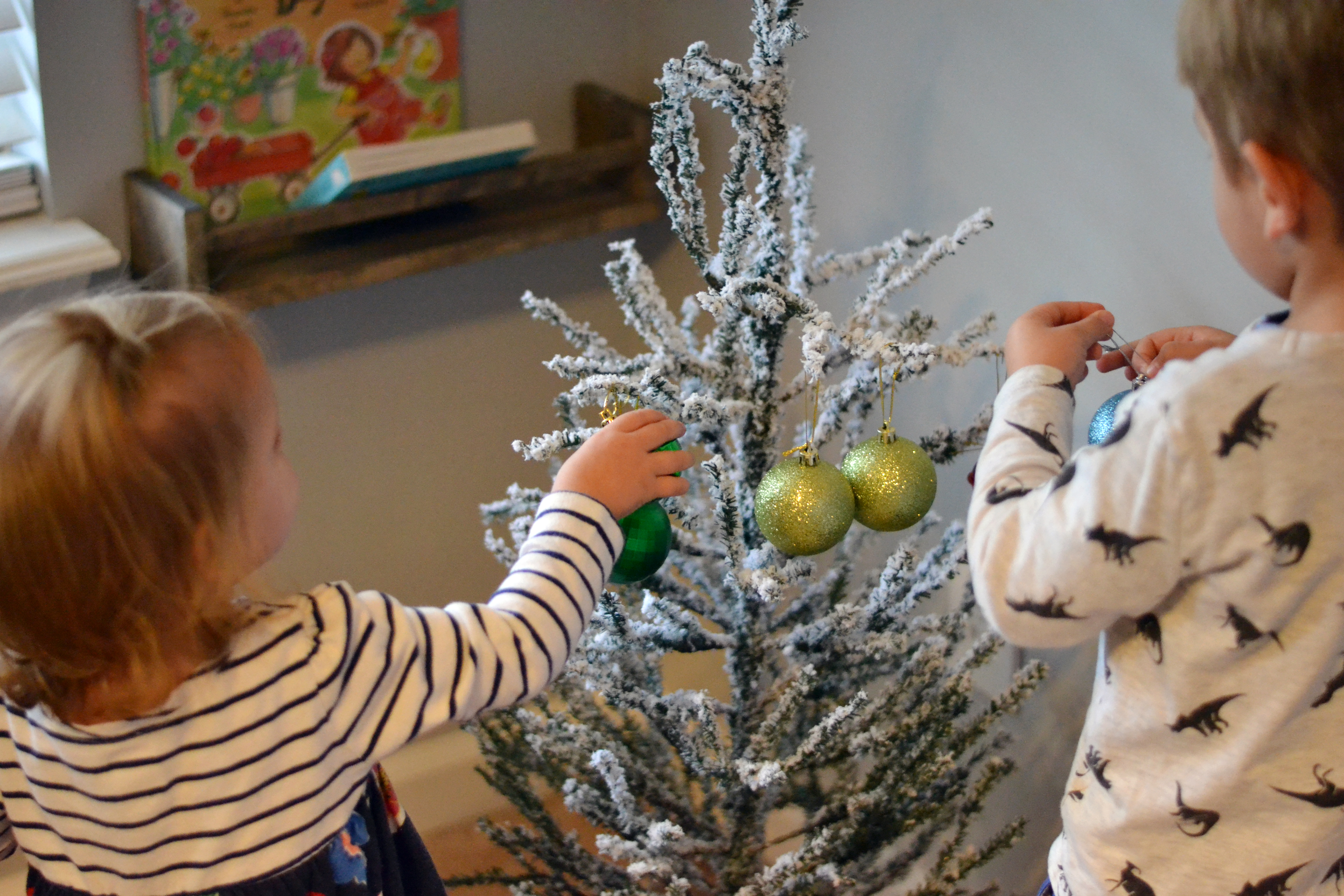 Easy pretend Christmas  tree for children